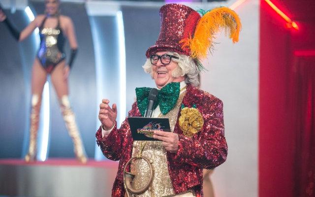 """""""Vestir-me de Chacrinha é como se fosse partir para uma viagem de sonhos e aventuras"""", definiu ator responsável por encarná-lo. Foto: Felipe Monteiro/Gshow"""