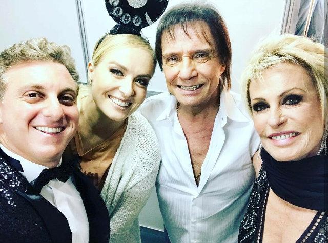 Apresentador Luciano Huck compartilhou registro dos bastidores com Angélica, Roberto Carlos e Ana Maria Braga. Foto: Instagram/Reprodução