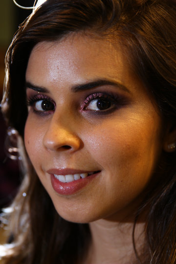 Na modelo Juliane Luna, a maquiadora Fabiana Gomes apostou nos olhos: há cores, mas elas são metalizadas. Foto: Peu Ricardo/DP