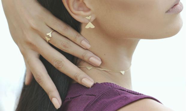 No caso dos anéis, vários modelos podem ser combinados formando um conjunto ou um de cada vez. Foto: Paulo Higor Nunes/Divulgação