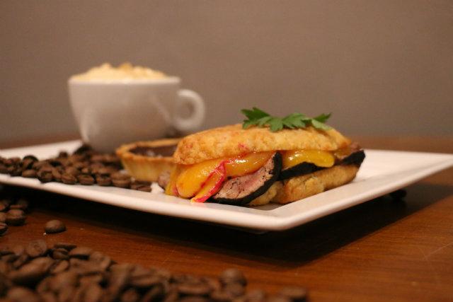 No menu do Cordel, o rosbife é temperado com café, receita da chef Miau Caldas. Foto: Gabriel Melo/Esp. DP