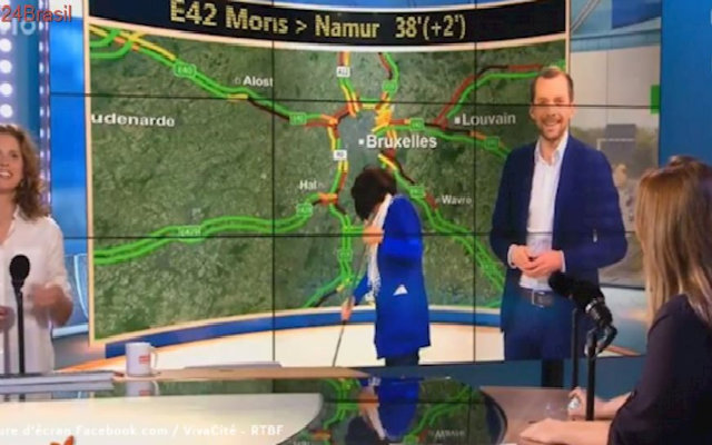 """""""Tem algo acontecendo a sua volta. Olá!"""", falou a apresentadora no momento. Foto: TV La Une/Reprodução"""