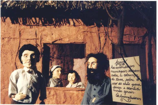 Guerra de Canudos foi um dos temas abordados pelo grupo de teatro de bonecos ao falar sobre a história do Brasil. Crédito: Arthur Sá/Divulgação