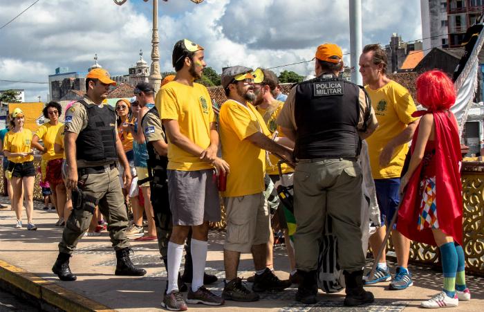 Resultado de imagem para Major que determinou apreensão de fantasias no carnaval será punido com prisão - diario de pernambuco