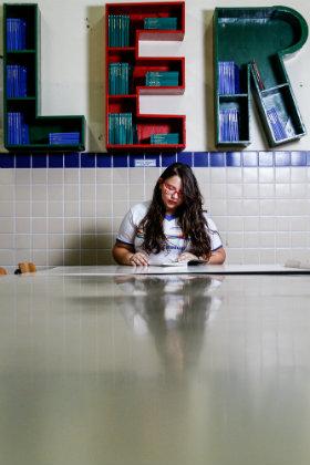 """""""Os professores se dedicam muito, tentam sempre nos colocar para cima, nos estimular"""", conta a estudante Natália Lopes, 16 anos. Foto: Rafael Martins/DP"""