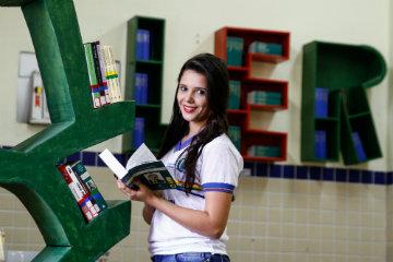 """Para Verônica de Moura, a timidez foi vencida com apoio da equipe de professores do colégio: """"Me senti acolhida"""", conta. Foto: Rafael Martins/DP"""