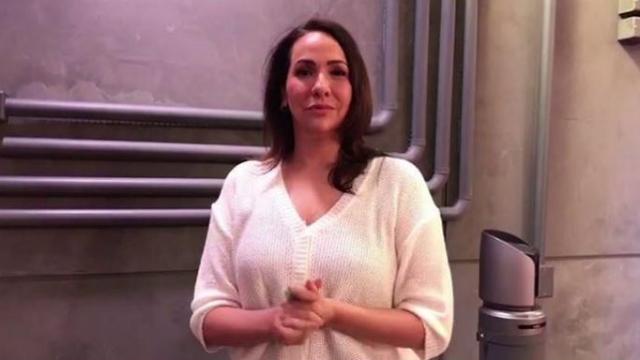 Em vídeo, jornalista revela ter sofrido assédio no elevador, em seu primeiro estágio. Foto: GloboNews/Reprodução