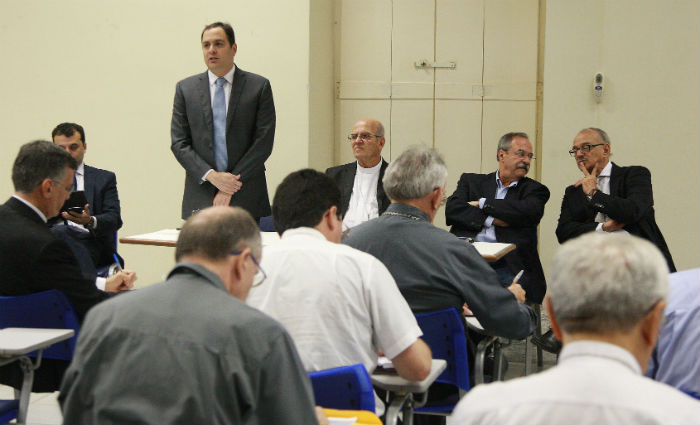 Resultado de imagem para Governador apresenta ações de combate à violência e ressocialização à comunidade Católica