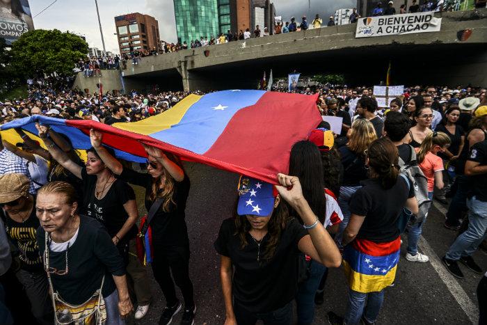 Os adversários do presidente exigem eleições gerais para antecipar sua saída do poder. Foto: AFP/Juan Barreto