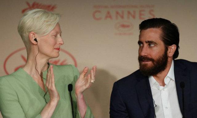Tilda Swinton e Jake Gyllenhaal durante coletiva de Okja, em Cannes. Foto: Laurent Emmanuel/AFP
