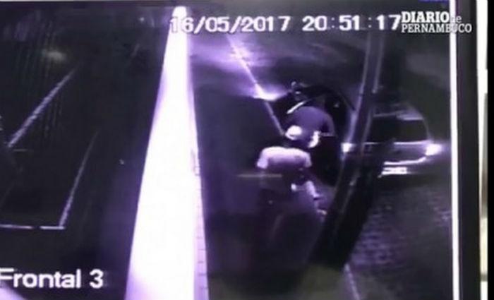 Empresário de Boa Viagem começou a ser alvo de extorsão após ter o celular roubado na noite anterior. Foto: Polícia Civil/ Divulgação