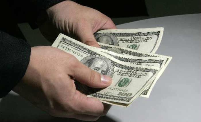 Alta do dólar de 8,07% no dia de ontem gerou prejuízo nas casas de câmbio da RMR. Crédito:Paulo Vitor/Estadão Conteúdo/AE