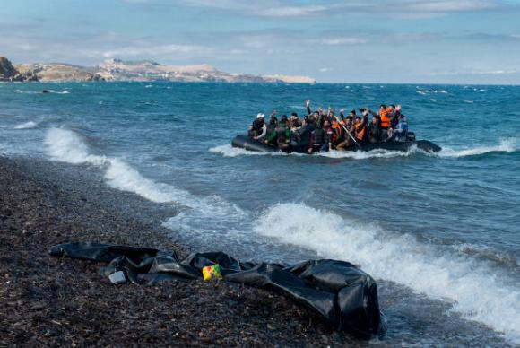 Os imigrantes seguiam da África para a Europa pelo MediterrâneoFoto: Unicef/Ashley Gilbertson VII