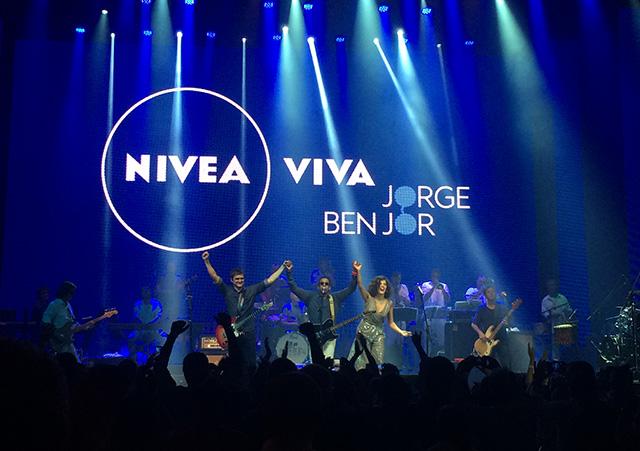 Skank, o homenageado Jorge Ben Jor e Céu dividem o palco na turnê Nivea Viva Jorge Ben Jor. Foto: Larissa Lins/DP