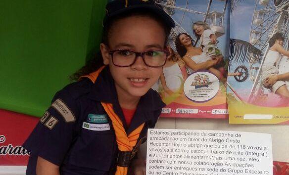 Criança escreveu cartaz para pedir apoio e levar ajuda para os vovôs e vovós do Abrigo Cristo Redentor. Foto: Divulgação