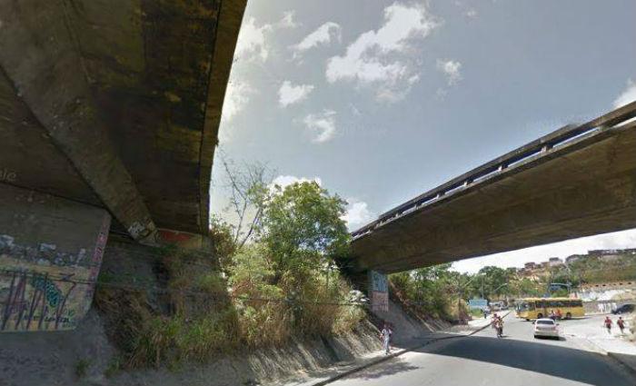 Suspeito de estupro é espancado e jogado de viaduto no Ibura. Foto: Reprodução. Google