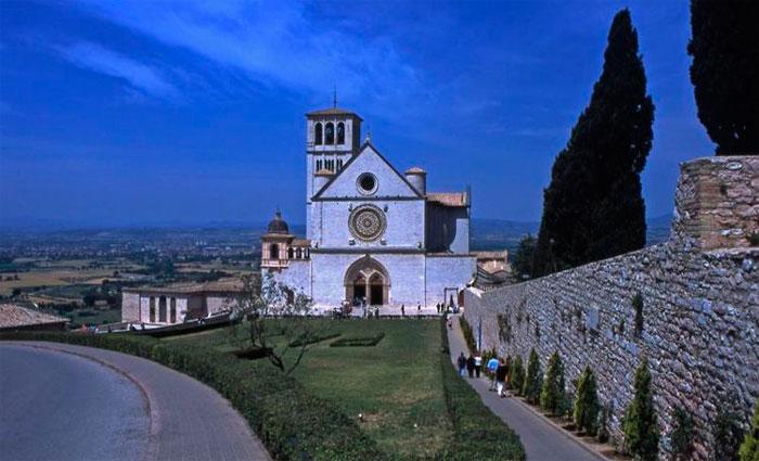 Igreja foi erguida no local onde o santo foi enterrado. Foto: Frasefr Pettigrew/Flickr/Reprodução