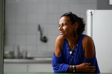 """Aos 56 anos, a comerciante Edilma Juvêncio não tinha histórico de problemas cardíacos: """"Fui surpreendida pelo infarto, ainda bem que foi socorrida a tempo"""", conta. Foto: Rafael Martins/DP"""