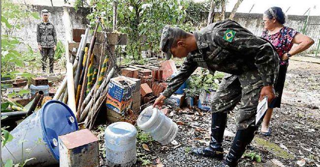 Exército brasileiro trabalhou para evitar a disseminação do vírus: especialistas defendem detecção precoce de surtos. Foto: Evaristo Sá/AFP