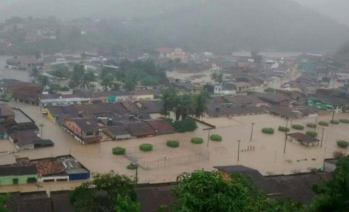 Belém de Maria, na Mata Sul, amanheceu alagada. Moradores temem que a enchente de 2010 se repita. Foto: Reprodução/Facebook