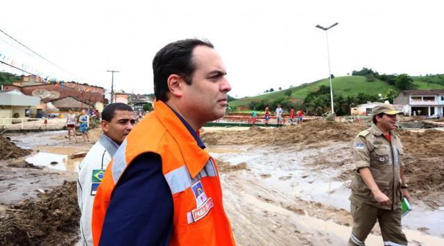 O governador afirmou que parcerias com os municípios estão sendo reforçadas para oferecer toda a assistência à população prejudicada. Foto: Governo de Pernambuco/Divulgação