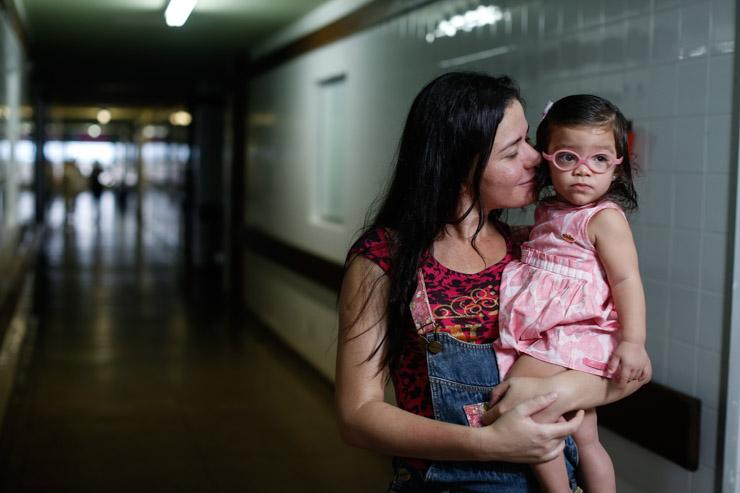 Juliana Leite teve um parto prematuro e Maria Cecília foi a primeira bebê a ser atendida na UCI de Salgueiro. Foto: Rafael Martins/DP (Rafael Martins/DP)