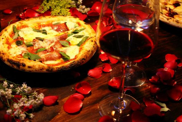 Chef Hugo Prouvot sugere pizza brotinho com recheios elegantes em jantar romântico. Foto: Peu Ricardo/DP