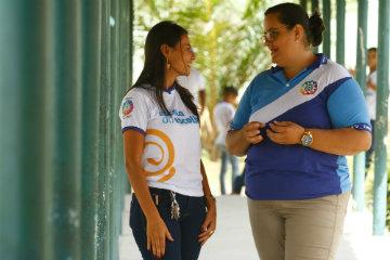 Maria Betânia Rodrigues (esquerda) e Patrícia Arruda Cabral (direita) acompanham orgulhosas o amadurecimento dos alunos do ensino integrado. Foto: Rafael Martins/DP