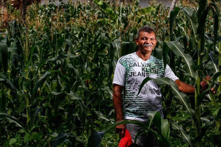 Vicente do Nascimento foi operado dois meses depois de ir no hospital de Limoeiro e agora já sonha em voltar a plantar. Foto: Rafael Martins/DP