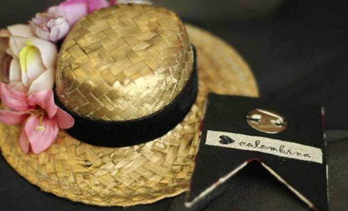 Os chapéus juninos da Colombina custam R$ 79 e os broches entre R$ 49 e R$ 59. Crédito: Thalyta Tavares/ Esp.DP