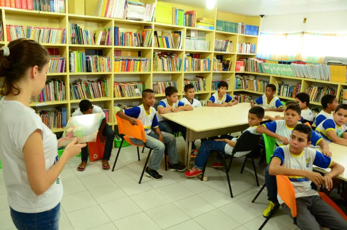 Cada aluno vai receber dois livros paradidáticos. Foto: Antônio Tenório/PCR/Divulgação (Cada aluno vai receber dois livros paradidáticos. Foto: Antônio Tenório/PCR/Divulgação)