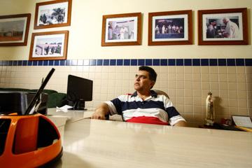 Gestor Ivan José Nunes Francisco vai transformar a história da escola em livro. Foto: Rafael Martins/DP