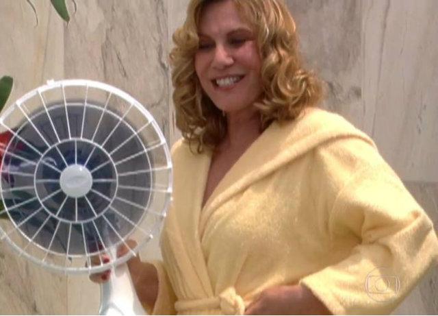 A cena protagonizada pela vilã Nazaré sofreu cortes na exibição da atual reprise. Foto: Globo/Reprodução