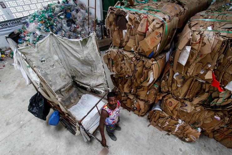 Antes de se integrar à cooperativa de coleta, João Bosco trabalhava mais de 15 horas por dia cortando cana. Foto: Rafael Martins/DP