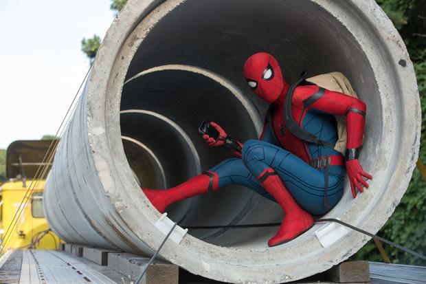 Tom Holland encarnou bem os maneirismos do personagem nas HQs. Foto: Sony/Divulgação