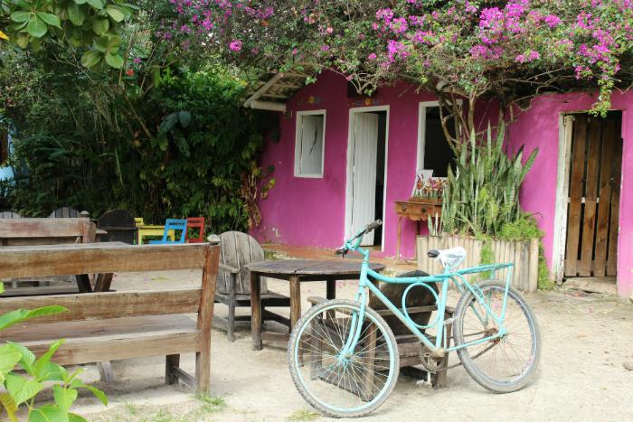 Quadrado guarda casas coloniais e bares badalados. Foto: Adaíra Sene/DP (Quadrado guarda casas coloniais e bares badalados. Foto: Adaíra Sene/DP)