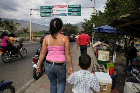 Em busca de uma vida melhor, milhares de venezuelanos têm cruzado as fronteiras com os países vizinhos. Foto: UNHCR/Boris Heger/Nações Unidas