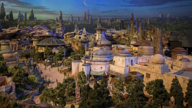 Novo parque terá o planeta Crait e a nave Millenium Falcon. Foto: YouTube/Reprodução