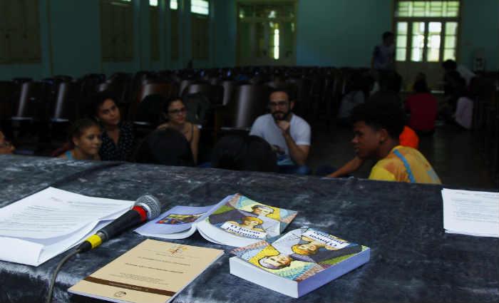 Encontro para estudar o Sínodo dos Bispos 2018 aconteceu neste sábado, no Colégio São José, no bairro da Boa Vista. Foto: Shilton Araújo/Esp.DP