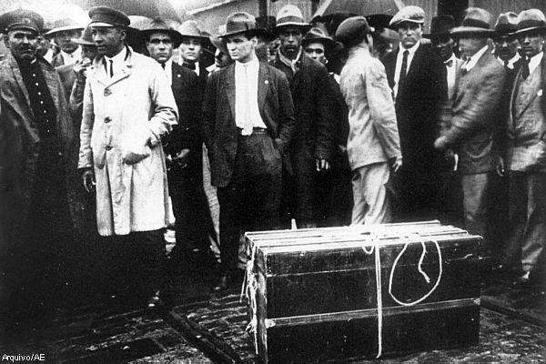 Crime da mala: cadáver retalhado e escondido no compartimento no século passado. Foto: Paixaoassassina.blogspot/Reprodução
