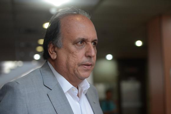 O governador Luiz Fernando Pezão deixa o cargo para tratar da saúde. Foto: Fernando Frazão/Agência Brasil