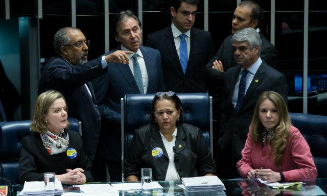 Senadoras assumiram a presidência da mesa em protesto contra a aprovação da reforma trabalhista. Foto: Lula Marques/AGPT