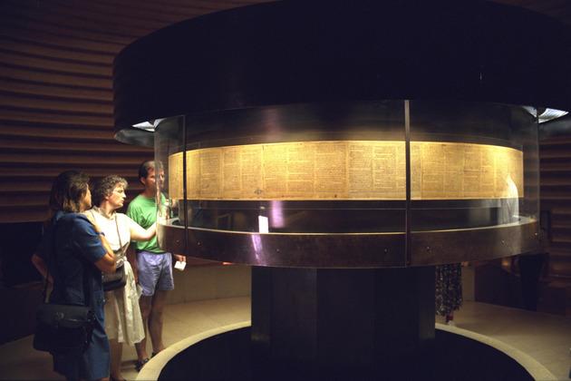 Manuscritos podem ser vistos no Museu de Israel. Foto: Ohayon Avi/Governo de Israel/Divulgação.