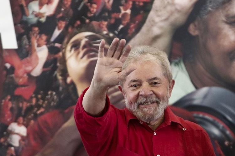 Lula afirmou no vídeo que teve o prazer de viver no país o momento de maior autoestima do povo. Foto: Miguel Schincariol/AFP