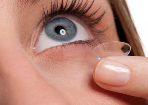 De acordo com o Hospital Solihull, a mulher usava lentes há 35 anos, mas não costumava ir ao com frequência. Foto: Reprodução/Internet