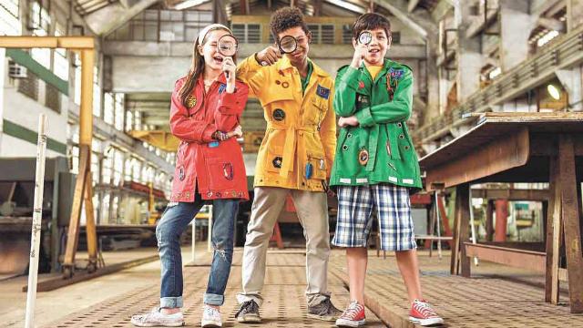 Letícia Braga, Anderson Lima e Pedro Henrique Motta recebem ajuda para desvendar os mistérios no filme. Foto: Daniel Chiacos/Divulgação