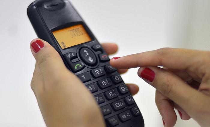 Nos últimos 12 meses, de acordo com Anatel, houve redução de 1,5 milhão de linhas de telefonia fixa. Foto: Marcello Casal Jr./Agência Brasil (Nos últimos 12 meses, de acordo com Anatel, houve redução de 1,5 milhão de linhas de telefonia fixa. Foto: Marcello Casal Jr./Agência Brasil)