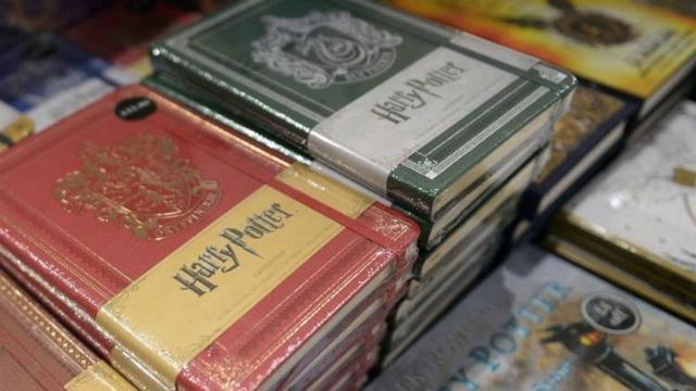 Os livros comemoram também os 20 anos da saga. Foto: Neil Hanna/AFP