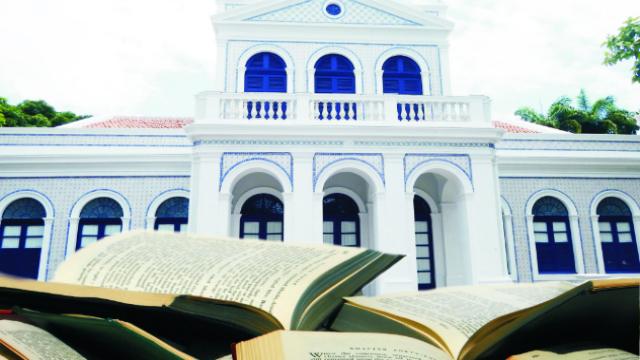 A Academia Pernambucana de Letras irá distribuir 2000 livros em comemoração ao Dia Nacional do Escritor. Foto: APL/Divulgação