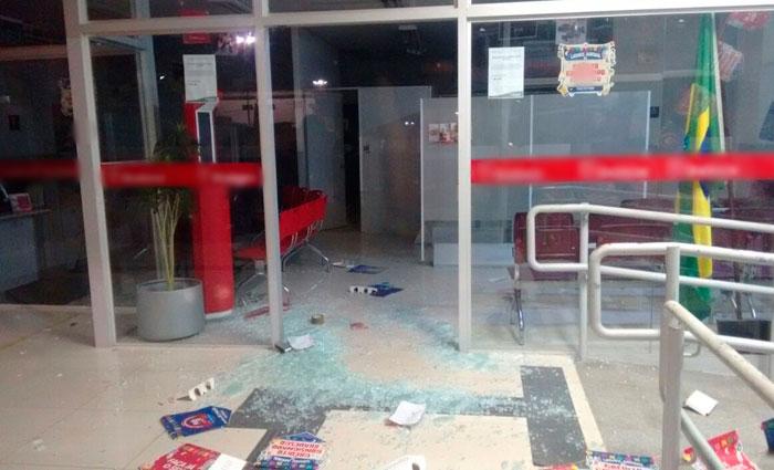 Agência bancária ficou completamente destruída. Foto: PM/Divulgação